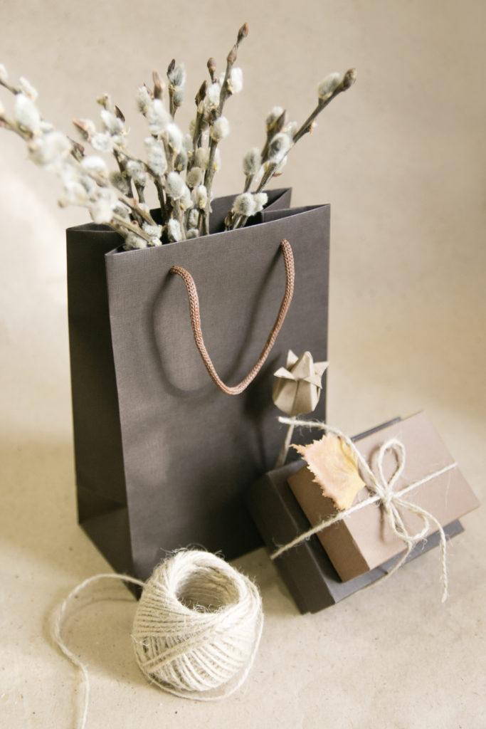 однотонные пакеты для подарков