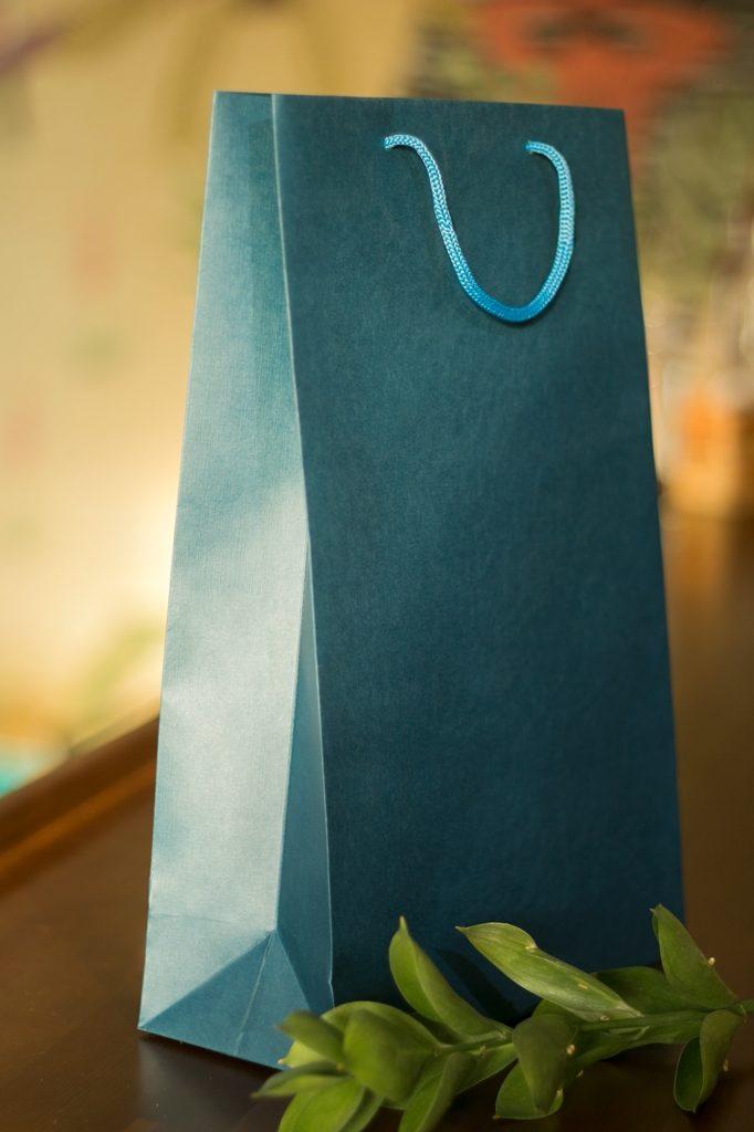 однотонные подарочные пакеты